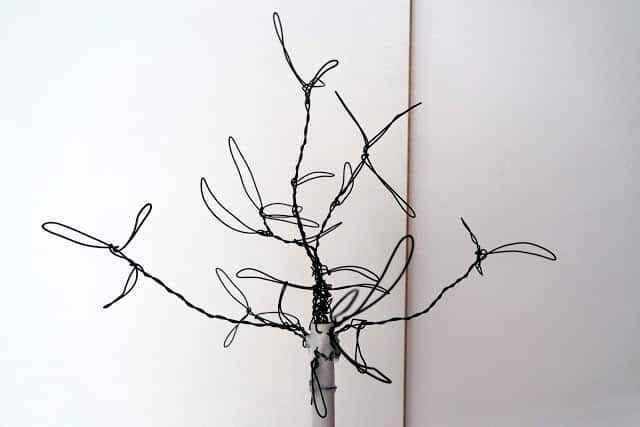 led-aydinlatma-tel-ve-ponponlarla-yilbasi-agaci-yapimi-3
