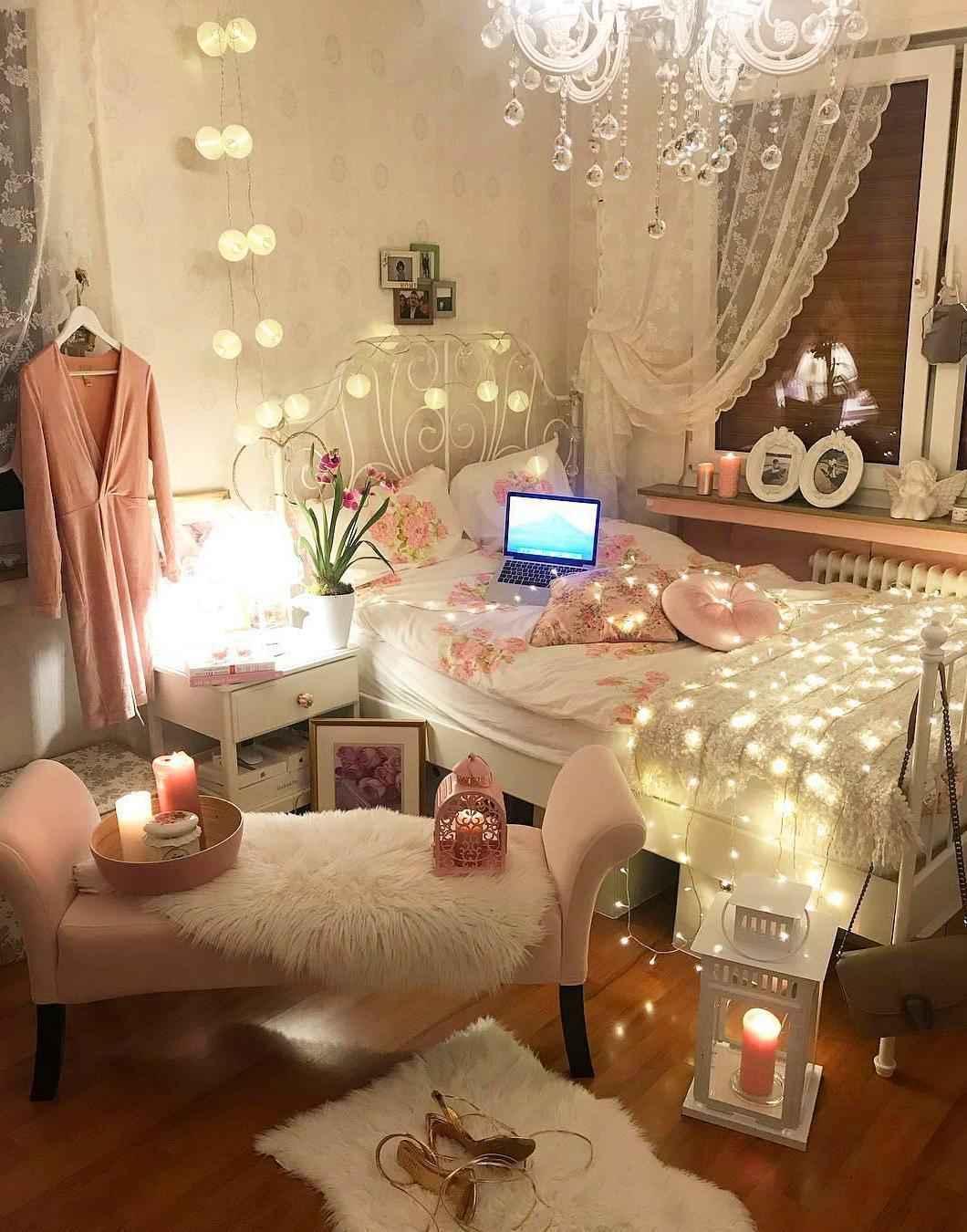 Romantik Evli Çiftler İçin Yatak Odası Dekorasyonu